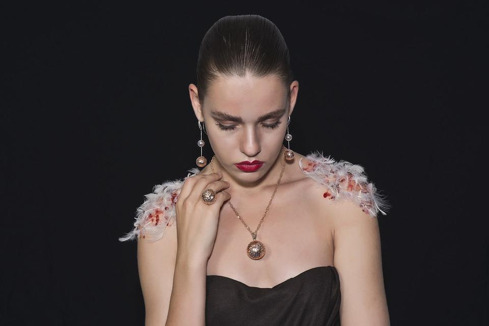 Les bijoux : des accessoires impératifs pour les filles