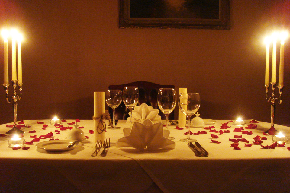 Organiser un dîner aux chandelles pour sa dulcinée : tous les ingrédients d'une soirée réussie