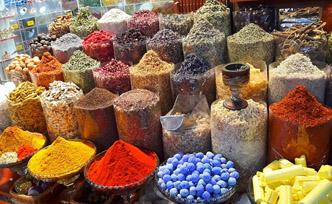 Gastronomie à Dubaï : les plats traditionnels à découvrir absolument