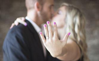 Comment bien choisir sa bague de fiançailles?