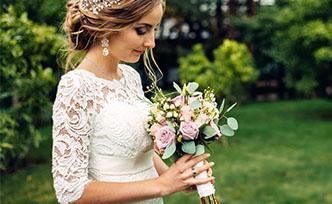 Robe de mariée sur mesure ou Prêt-à-porter, laquelle choisir ?