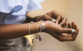 Conseils pour bien choisir ses bijoux pour être à la mode en été